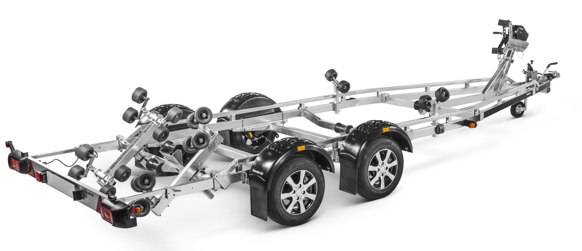 Braked boat trailers